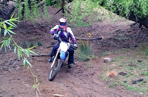 enduro bike race for charity - di bus stop